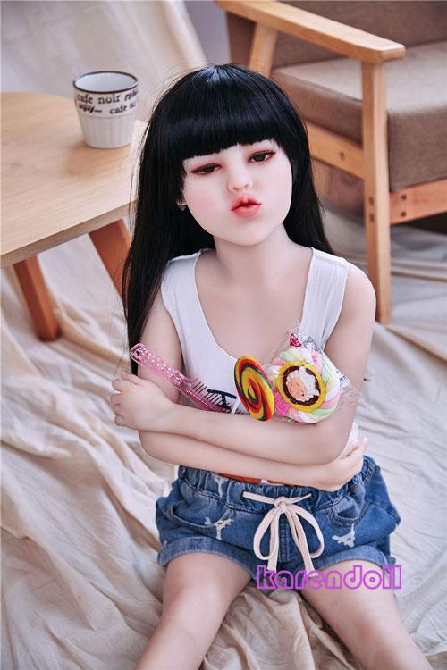 キスを求める可愛い人形